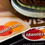 U této karty můžete mít úvěrový limit od 10 000 Kč do 100 000 Kč. Pokud s kartou budete platit, pak je požadovaná minimální měsíční splátky ve výši 3,5% z vyčerpané částky.