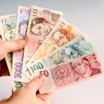 Za částku 10000 Kč na 30 dní, hradíte jednorázový poplatek pouze 330 Kč (vracíte tedy jenom 10 330 Kč). A to je až 10x levnější, než u jiných nebankovních půjček.