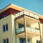 U hypotéky do 50% odhadní ceny nemovitosti, je pak možné vše vyřídit i bez dokládání příjmů. Ke schválení takové hypotéky stačí jeden žadatel.
