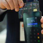 Tankovací karta České spořitelny je určená především pro všechny motoristy, a zvláště pak pro ty, kdo jezdí častěji. Právě oni mohou nejvíce ocenit výhody této kreditky.