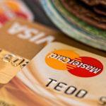 Viva karta od Komerční banky nabízí úvěrový limit od 10000 Kč do 60000 Kč. Velkou výhodou může být to, že do částky 30000 Kč nepotřebujete prokazovat svoje příjmy.